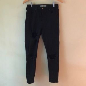 Black Skinny Jeans with Holes